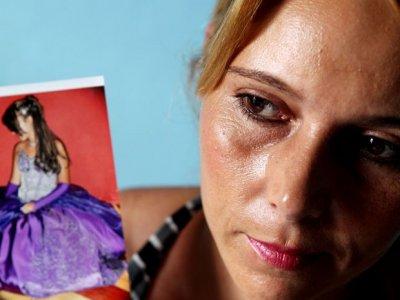 Mãe de garota detida nos EUA critica atuação de consulado do Brasil