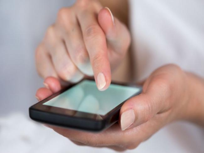 Para 54% dos jovens navegar na internet é a principal atividade de lazer, revela pesquisa CNDL/SPC Brasil