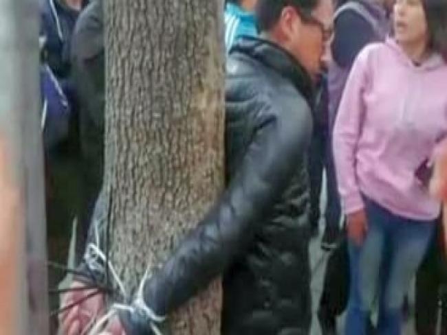 Bolívia: Oposição invade Emissoras Públicas e amarra diretor de rádio sindical em árvore
