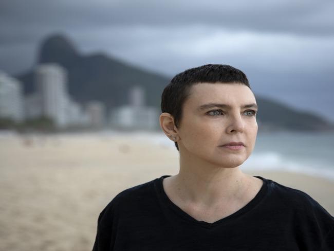 Adriana Calcanhotto fecha ciclo de 30 anos com fim da turnê do show 'Margem'