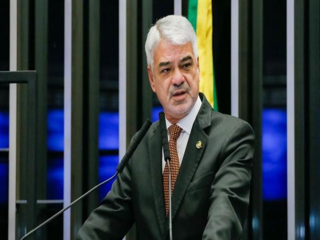 Estamos sem ministro da Saúde e sem presidente da República, diz Humberto