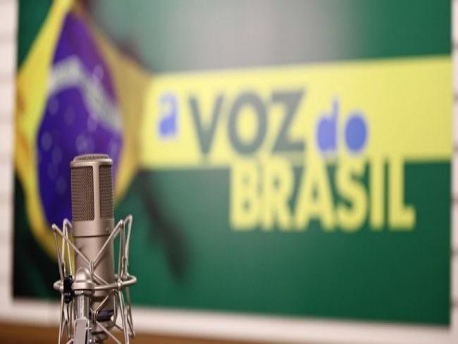 Presidente do STF pede vista e suspende julgamento sobre impor horário para A Voz do Brasil